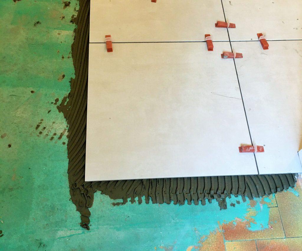 rénovation-carrelage-grand-format-scaled-okysiy3cau6ctonku3j9m8dkkiysa8ws84sa49k27o